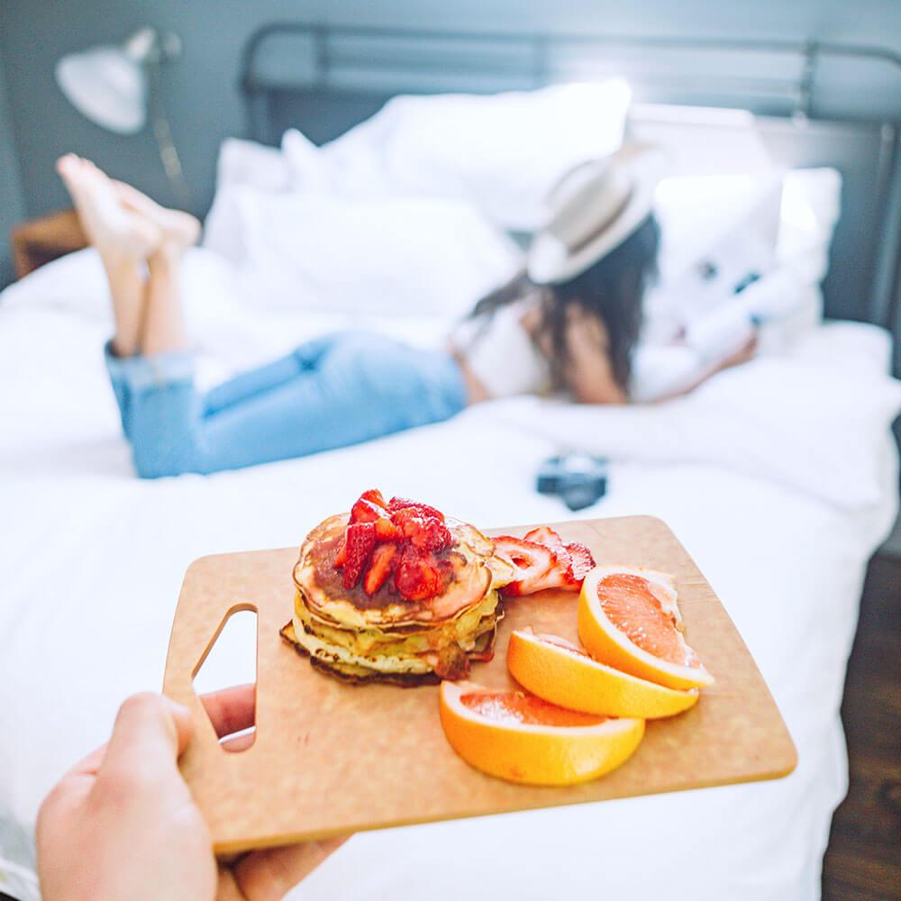 Bring her breakfast in bed