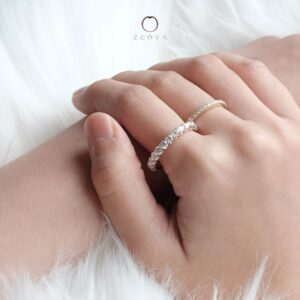 Wearing Eternity Band on hand