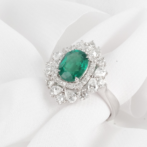 Emerald Gemstone Engagement Ring Online Malaysia