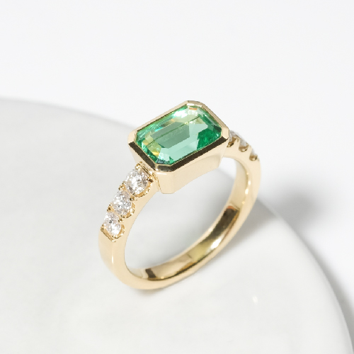 Square Emerald Gemstone Engagement Ring Online Malaysia