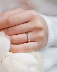 Cincin Tunang Emas kuning dengan berlian baguette ZCOVA