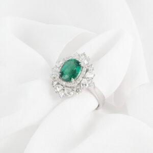 Cincin batu permata zamrud hijau dengan berlian dalam emas putih ZCOVA