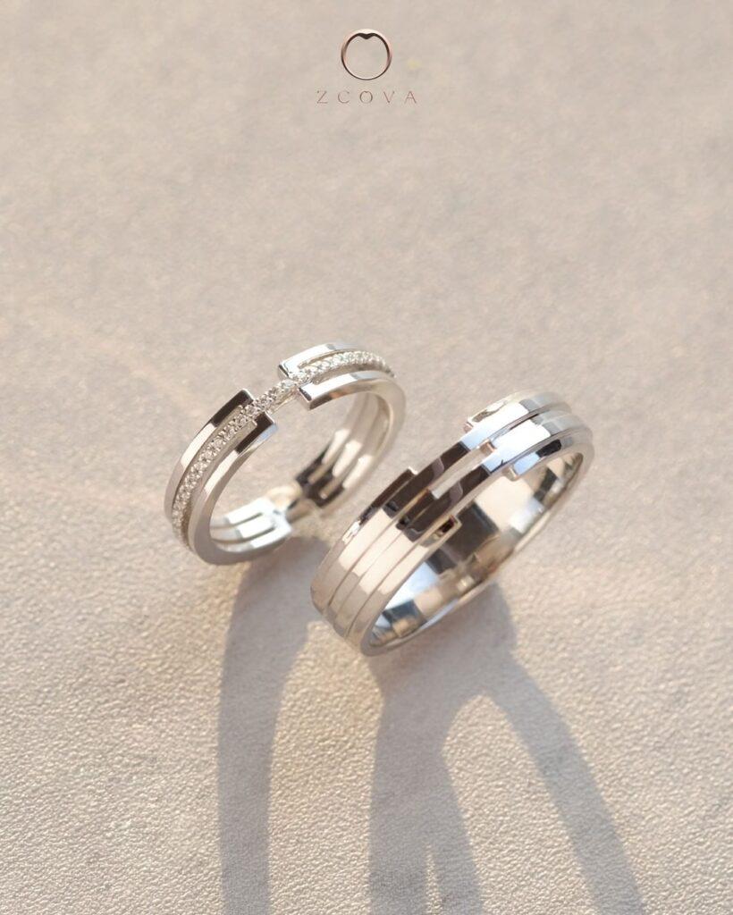 18K white gold wedding band with diamond