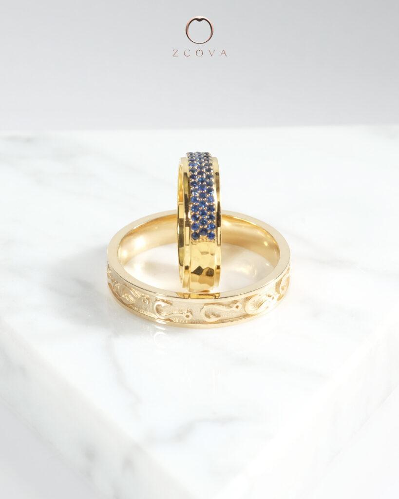 18K yellow gold with sapphire gemstone wedding band