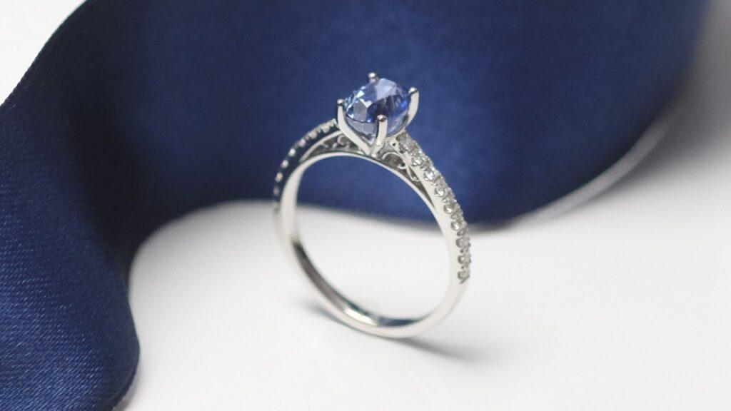 cornflower sapphire gemstone vintage engagement ring